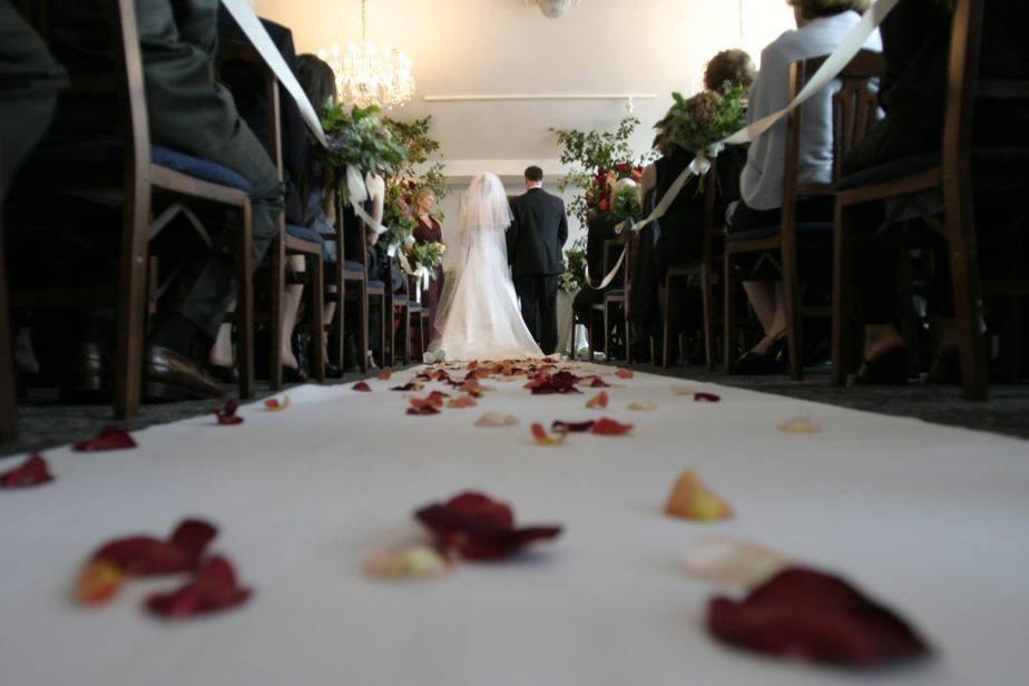 llegada al altar para la boda