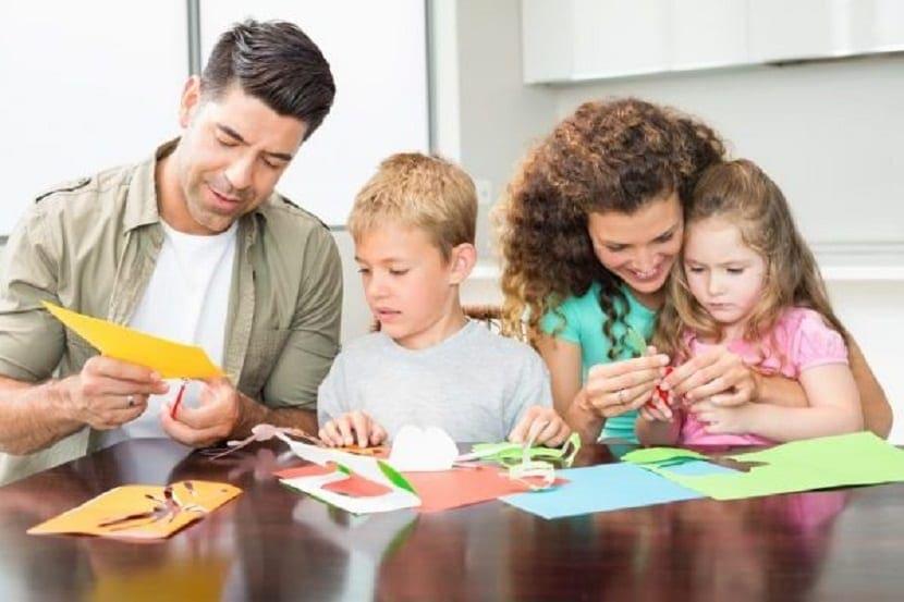 Hacer manualidades en familia