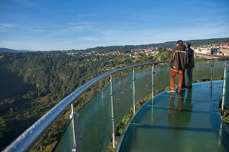 Recorrer el puente cristal